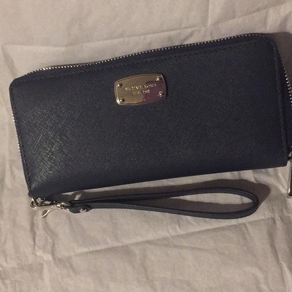 Michael Kors Handbags - Michael Kors jet set wallet/wristlet